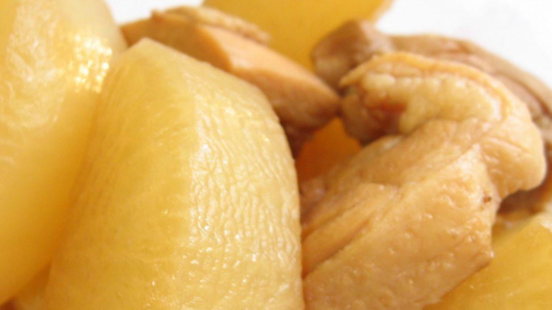 塩麹で作る鶏肉と大根の煮物